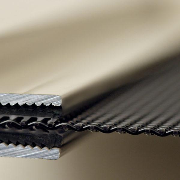 SupaScreen - closeup of supascreen frame clamp